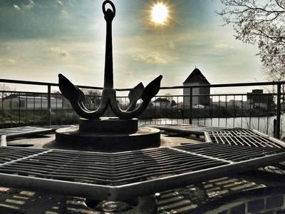 Aussichtsplattform mit Anker am Hafen [(c) Sabine Schumann]