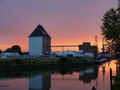 Hafen bei Sonnenuntergang [(c): Sabine Schumann]