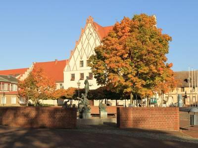 Marktplatz mit Rathaus [(c) Sabine Schumann]